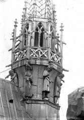 Cathédrale Notre-Dame - Clocher à l'ange, partie inférieure