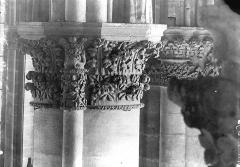 Cathédrale Notre-Dame - Chapiteau, cinquième pilier du choeur à gauche