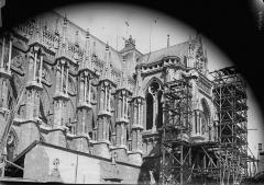 Cathédrale Notre-Dame - Façade sud, prise de la rue des Tournelles