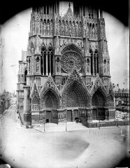 Cathédrale Notre-Dame - Ensemble ouest, sauf le sommet des tours