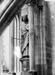 Cathédrale Notre-Dame - Statue de roi dite de saint Louis