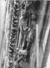 Cathédrale Notre-Dame - Voussure de la rose ouest, Jugement de Salomon