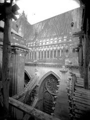 Cathédrale Notre-Dame - Galerie de l'abside, au sud