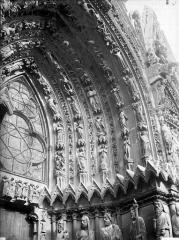 Cathédrale Notre-Dame - Portail ouest, porte de droite, voussure de droite