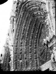 Cathédrale Notre-Dame - Portail ouest, porte centrale, voussure de gauche