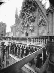 Cathédrale Notre-Dame - Pignon du transept sud, Galerie des Prophètes, l'Assomption