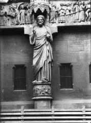 Cathédrale Notre-Dame - Portail nord, portail de la Résurrection, statue du Christ dite le Beau Dieu