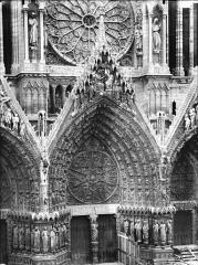 Cathédrale Notre-Dame - Portail ouest, porte centrale