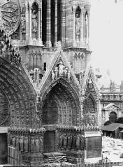 Cathédrale Notre-Dame - Portail ouest, porte de droite