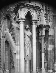 Cathédrale Notre-Dame - Ange du septième contrefort de la nef, au sud