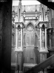 Cathédrale Notre-Dame - Fenêtre de la façade sud, entre sixième et septième contrefort