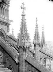 Cathédrale Notre-Dame - Pinâcles des arcs-boutants de l'abside
