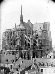 Cathédrale Notre-Dame - Ensemble extérieur pris de la rue Sainte-Marguerite