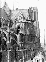 Cathédrale Notre-Dame - Arcs-boutants de l'abside et transept, au nord