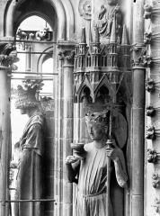 Cathédrale Notre-Dame - Statue de l'Eglise, buste