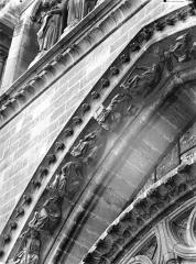 Cathédrale Notre-Dame - Rose sud, partie supérieure, à gauche