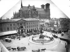 Cathédrale Notre-Dame - Ensemble nord-est et place Royale