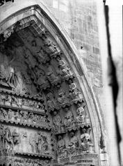 Cathédrale Notre-Dame - Portail nord, porte de la Résurrection, voussure à droite