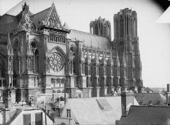Cathédrale Notre-Dame - Bras nord du transept et façade