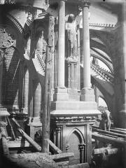 Cathédrale Notre-Dame - Arc-boutant de l'abside, détail