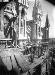 Cathédrale Notre-Dame - Pinâcles d'arcs-boutants de l'abside