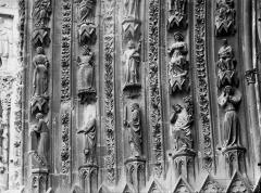 Cathédrale Notre-Dame - Portail ouest, porte centrale, partie inférieure de la voussure gauche