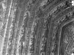 Cathédrale Notre-Dame - Portail ouest, porte centrale, partie supérieure de la voussure gauche