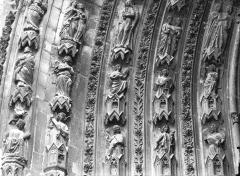 Cathédrale Notre-Dame - Portail ouest, porte droite, partie inférieure de la voussure gauche