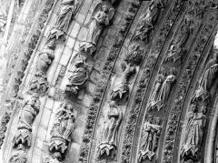 Cathédrale Notre-Dame - Portail ouest, porte droite, partie médiane de la voussure gauche