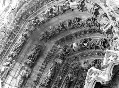 Cathédrale Notre-Dame - Portail ouest, porte droite, partie supérieure de la voussure gauche