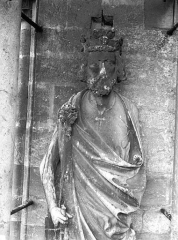 Cathédrale Notre-Dame - Statue de roi, contrefort de la tour nord