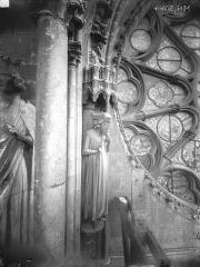 Cathédrale Notre-Dame - Bras nord du transept, statue d'Adam