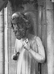 Cathédrale Notre-Dame - Bras nord du transept, statue d'Adam, buste