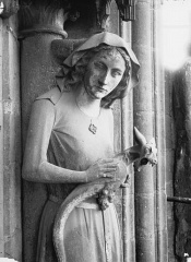 Cathédrale Notre-Dame - Bras nord du transept, statue d'Eve, buste