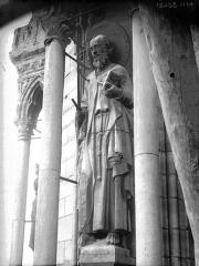 Cathédrale Notre-Dame - Tour sud, statue de saint Paul
