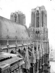 Cathédrale Notre-Dame - Toiture de la nef et tour nord