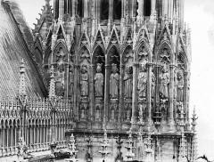 Cathédrale Notre-Dame - Galerie des Rois, côté est et tour nord