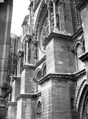 Cathédrale Notre-Dame - Partie du bras sud du transept, prise de la cour de l'Archevêché