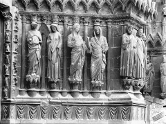 Cathédrale Notre-Dame - Portail ouest, porte centrale, ébrasement droit