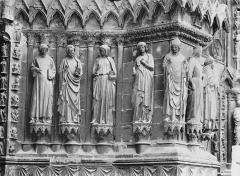 Cathédrale Notre-Dame - Portail ouest, porte centrale, ébrasement gauche