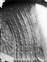 Cathédrale Notre-Dame - Portail ouest, porte centrale, voussure droite