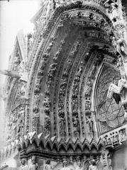 Cathédrale Notre-Dame - Portail ouest, porte gauche, voussure à gauche