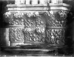 Cathédrale Notre-Dame - Chapelle absidiale, chapiteau