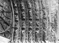 Cathédrale Notre-Dame - Portail ouest, porte centrale, voussure droite, partie inférieure