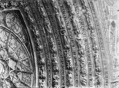 Cathédrale Notre-Dame - Portail ouest, porte centrale, voussure droite, partie médiane