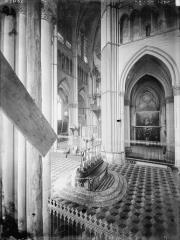 Cathédrale Notre-Dame - Bras nord du transept, grand autel