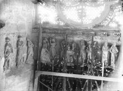 Cathédrale Notre-Dame - Portail ouest, revers, linteau, Martyre de saint Etienne