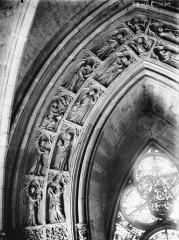 Cathédrale Notre-Dame - Portail ouest, revers, voussure de la porte gauche