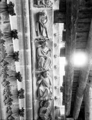 Cathédrale Notre-Dame - Rose du bras nord du transept, claveau de voussure