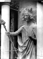 Cathédrale Notre-Dame - Statue de roi dite de Philippe-Auguste, après restauration